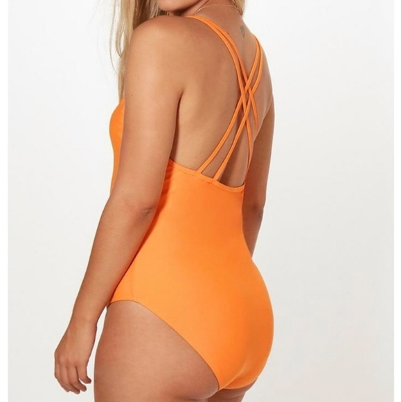 Boohoo Other - Nwot- Boohoo one piece with crossback feature